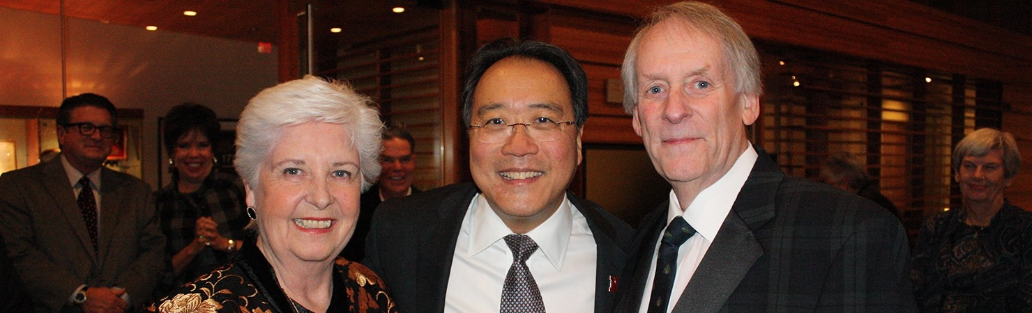 Image of Yo Yo Ma posing with two Lied Center donors